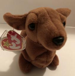 TY Beanie Baby - WEENIE the Dachshund Dog - Pristine with Mi